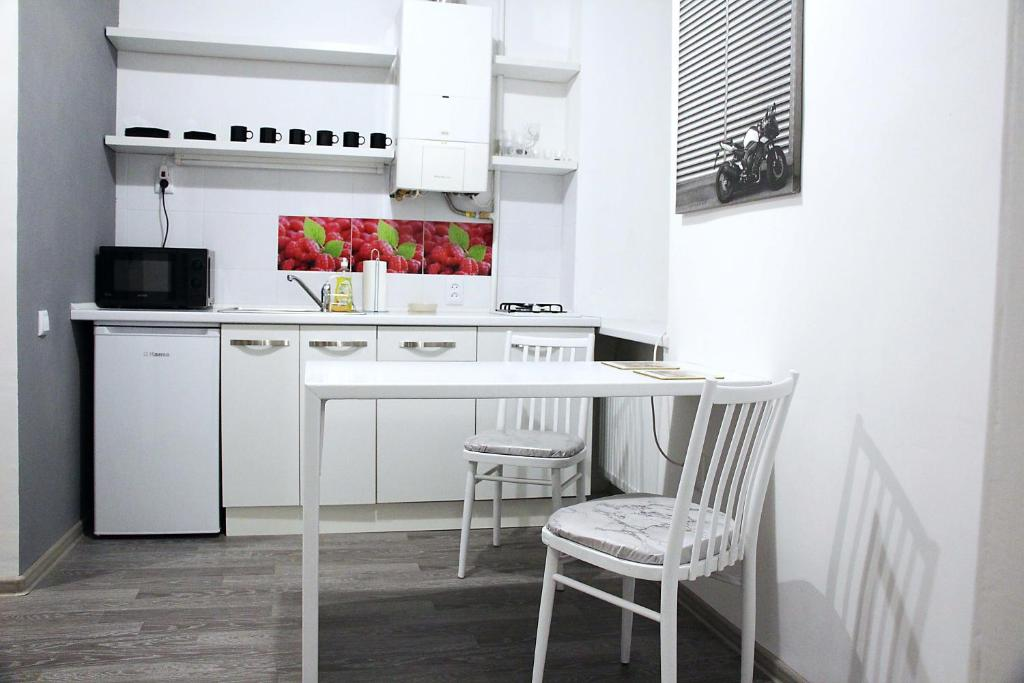A kitchen or kitchenette at Comfortable apartament in the centr