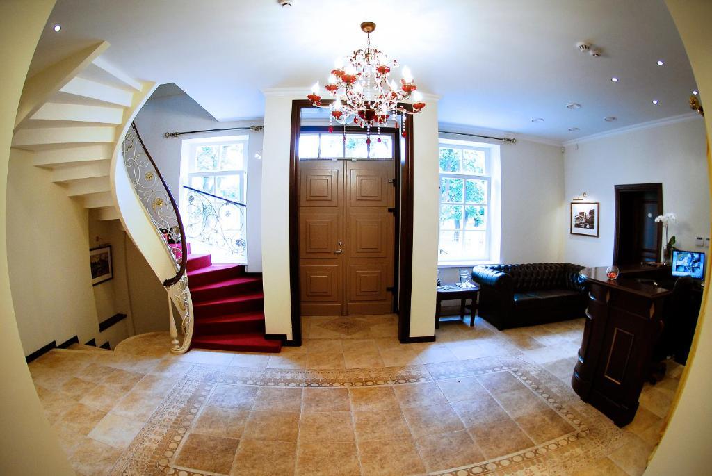 Vestibiulis arba registratūra apgyvendinimo įstaigoje Guest House Pirklių Namai