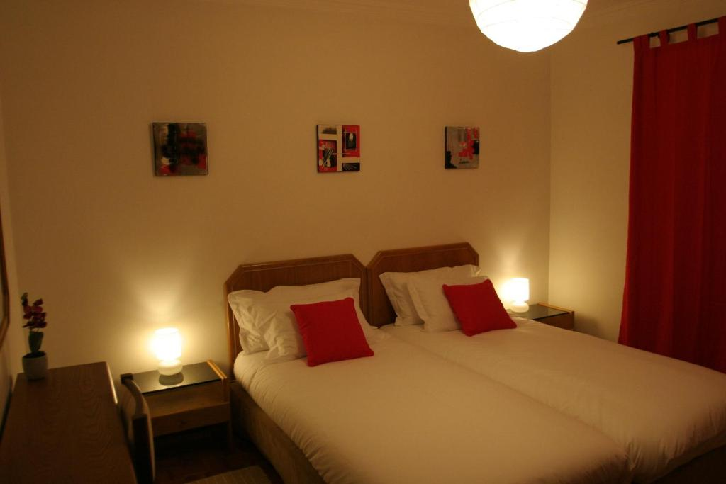 A bed or beds in a room at Guincho Wind Factory Guest House