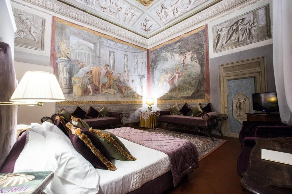 A bed or beds in a room at Hotel Burchianti