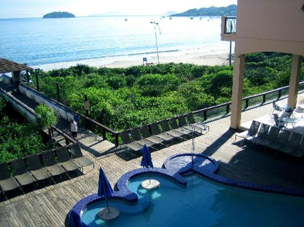 A view of the pool at Flat Praia Jurerê Internacional or nearby