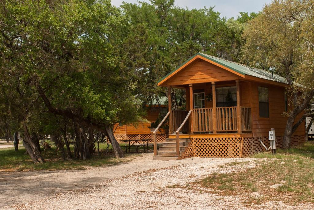 Medina Lake Camping Resort Cabin 3