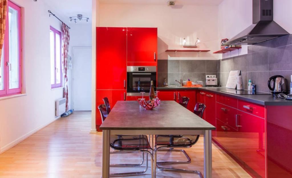 A kitchen or kitchenette at Appartement Hyper Centre Colmar