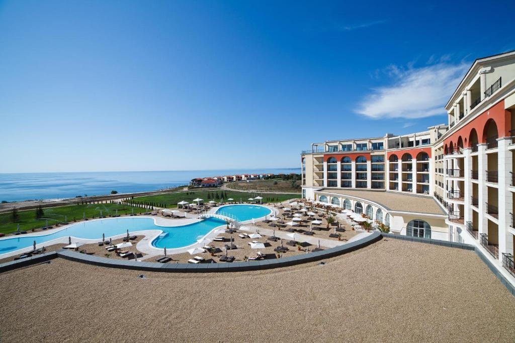Der Swimmingpool an oder in der Nähe von Lighthouse Golf & Spa Hotel