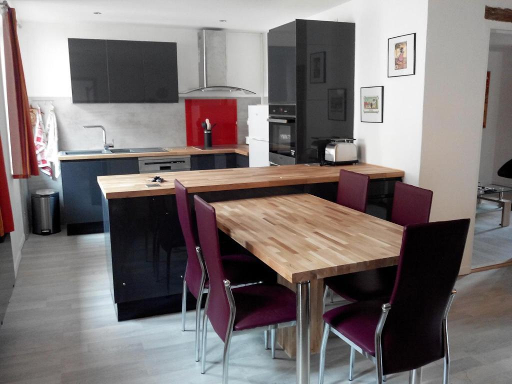 A kitchen or kitchenette at Gite duplex du vignoble Alsace