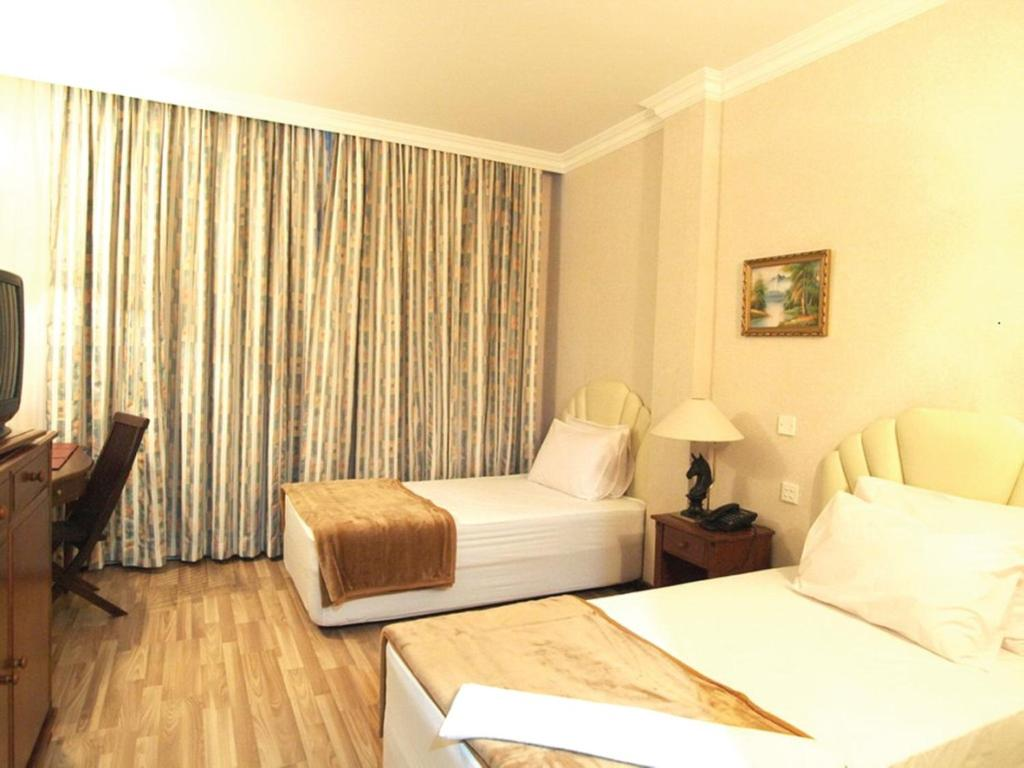 A bed or beds in a room at Jeruton Hotel