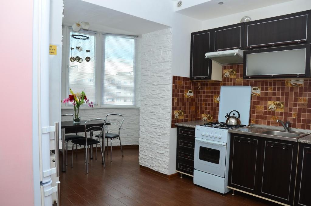 A kitchen or kitchenette at Babylon Apartment on Bukovinskaya Street