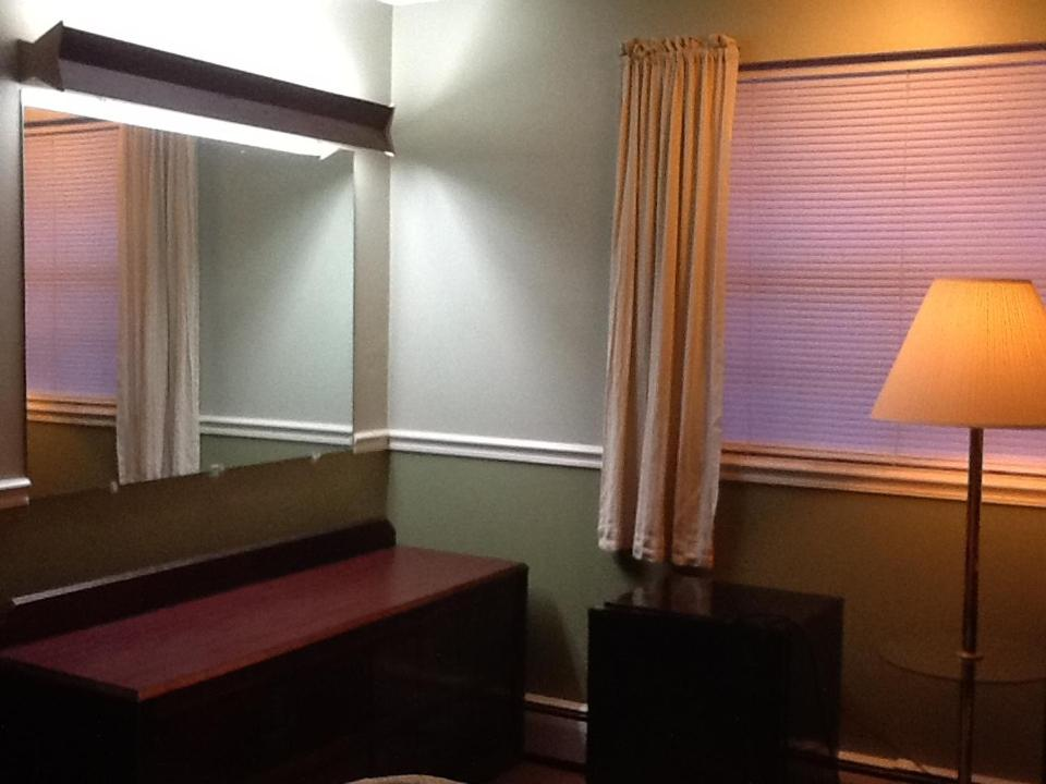 A seating area at Brookside House Lodging