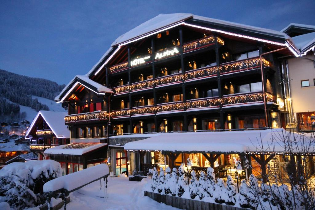 L'établissement Hôtel Alpina en hiver