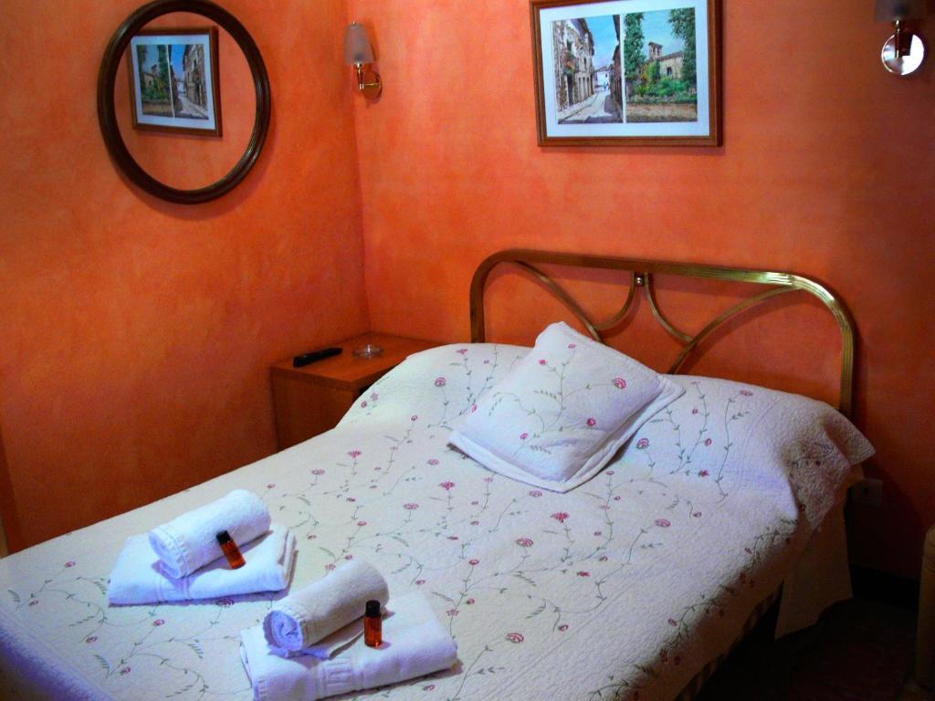 Cama o camas de una habitación en La Fonda Llobera