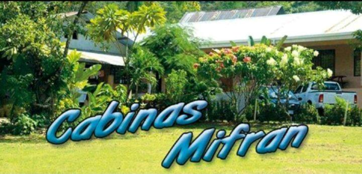 A garden outside Cabinas Mifran