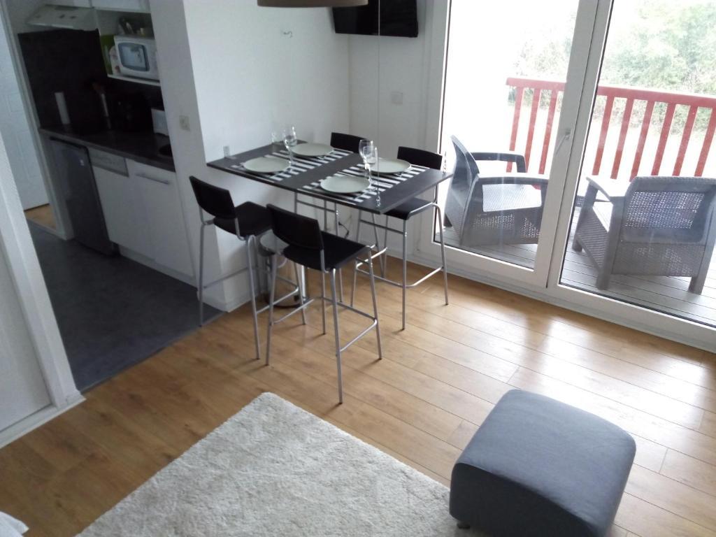 A kitchen or kitchenette at Apartment Plage Lafitenia