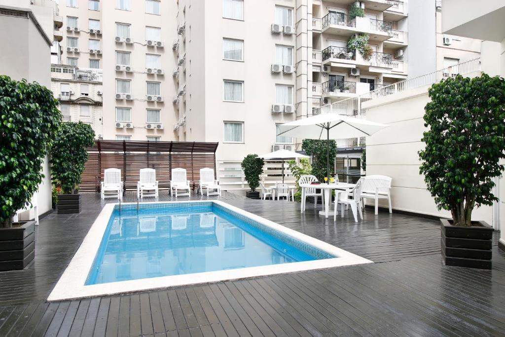 The swimming pool at or near Cyan Américas Towers Hotel