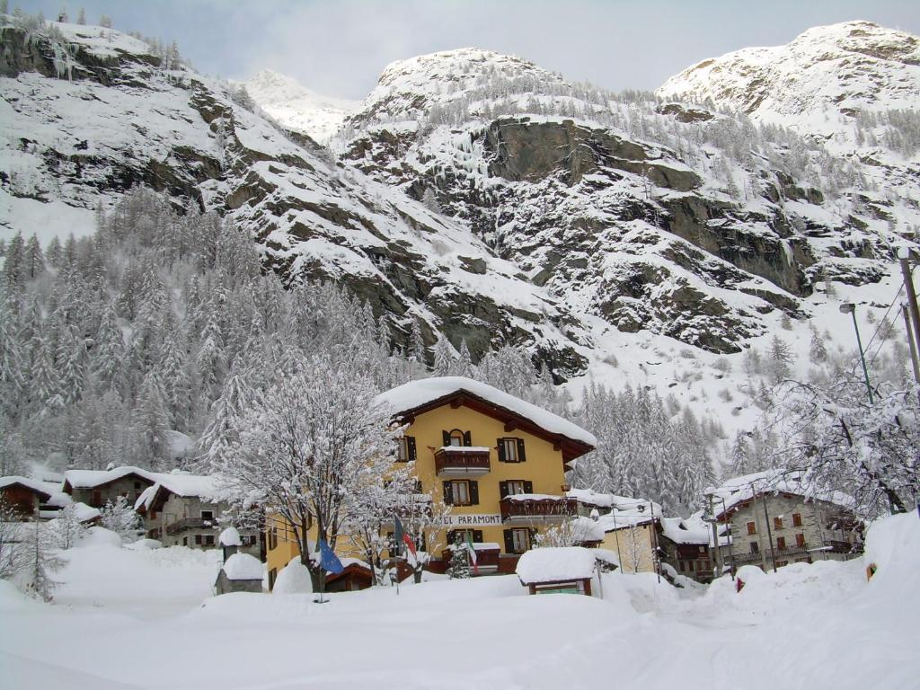 Hotel Paramont during the winter