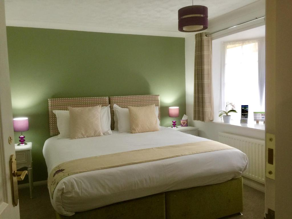 A bed or beds in a room at Stepping Stones B&B