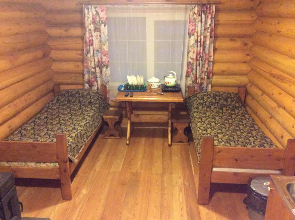 Кровать или кровати в номере Гостевой двор «На Снежной»