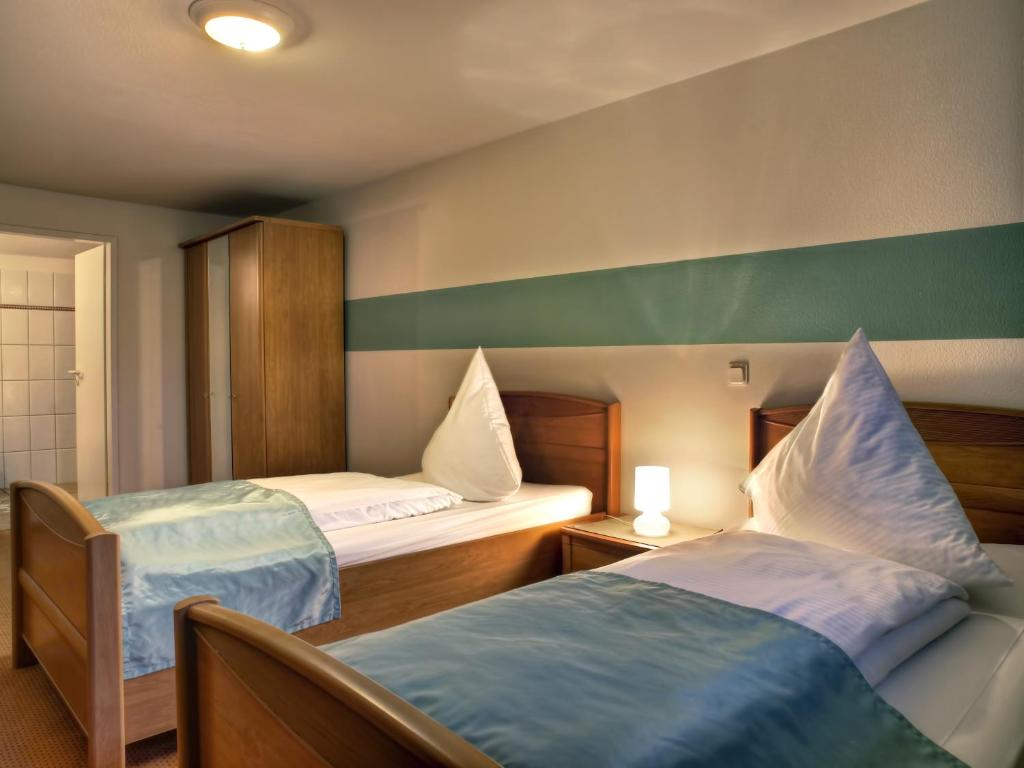 A bed or beds in a room at Dubrovnik Hotel-Restaurant
