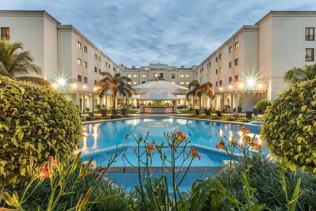 Hotel Vip Grand Maputoの敷地内または近くにあるプール