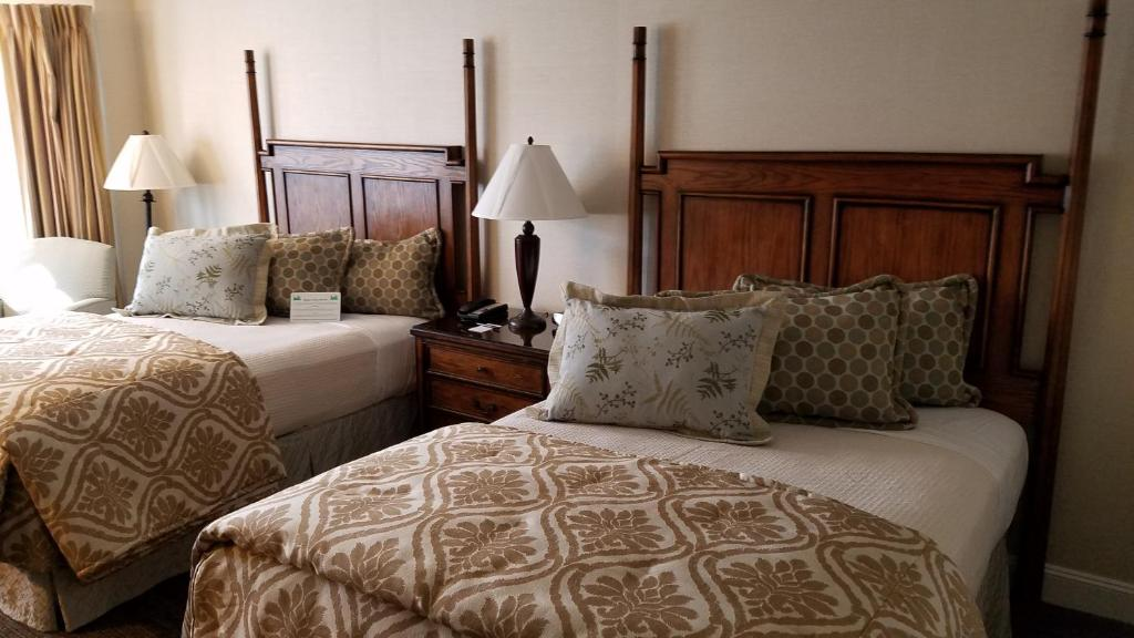 A bed or beds in a room at Chelsea Inn