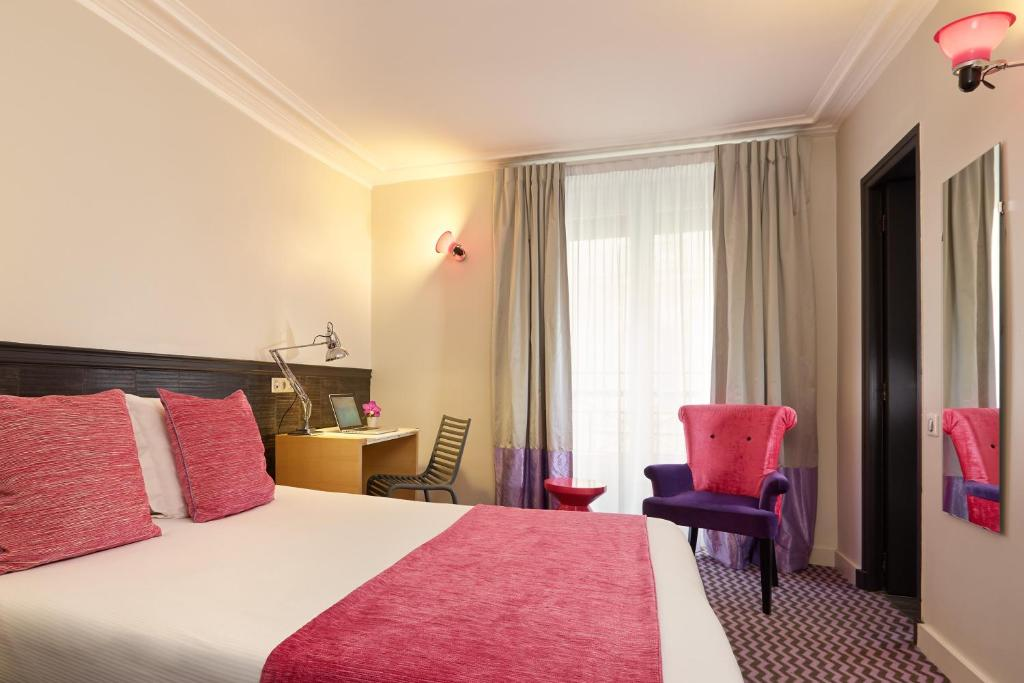 Cama o camas de una habitación en Hotel Antin Trinité