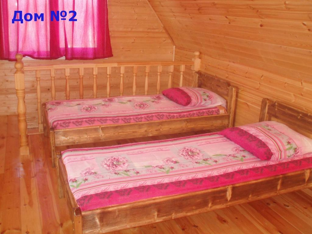 A bed or beds in a room at Zyuratkul - Dom Tayozhnika