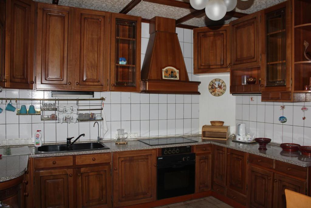 Кухня или мини-кухня в Апартаменты на Ленина 1