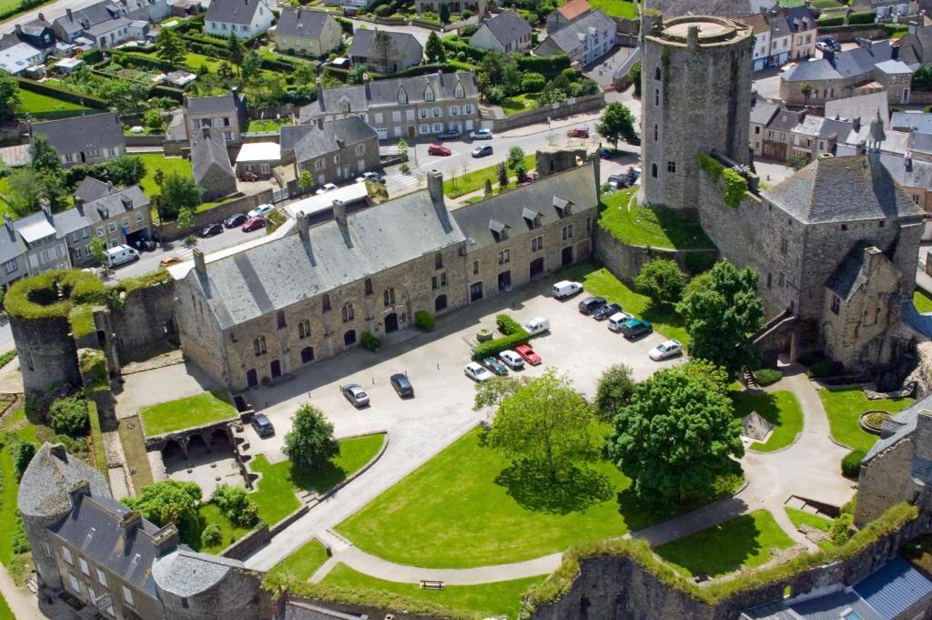 Vue panoramique sur l'établissement Le Château de Bricquebec