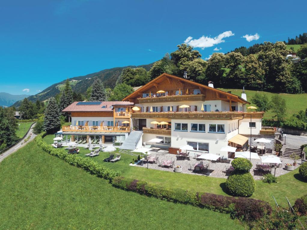 Hotel Mitlechnerhof Schenna, Italy