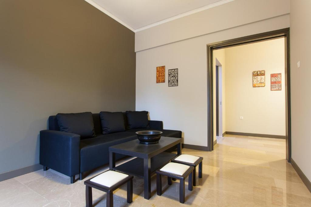 A seating area at Frantzi Apartment