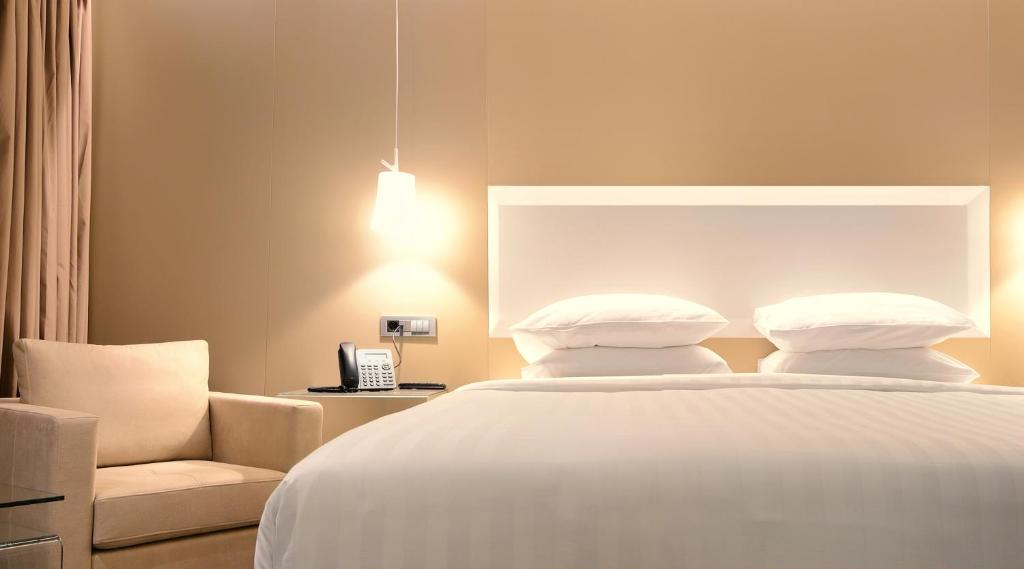 A bed or beds in a room at Saz City Life Hotel