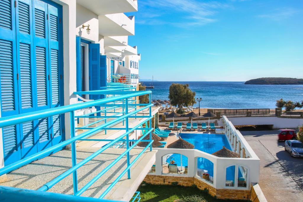 Utsikt över poolen vid Chryssi Akti eller i närheten