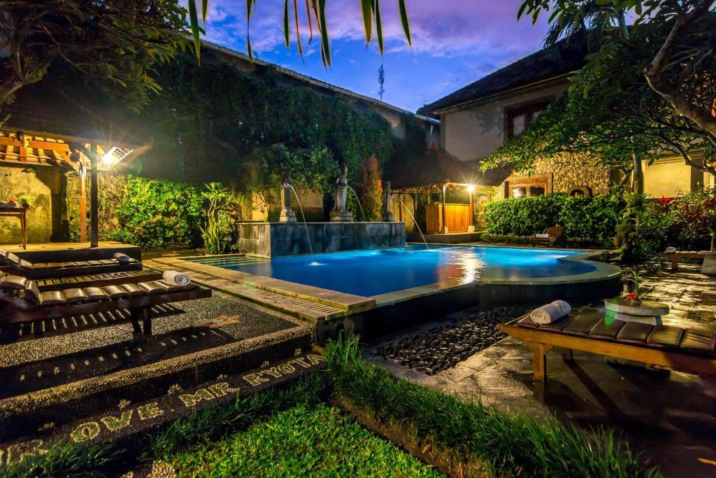 Kolam renang di atau di dekat Sahadewa Resort & Spa