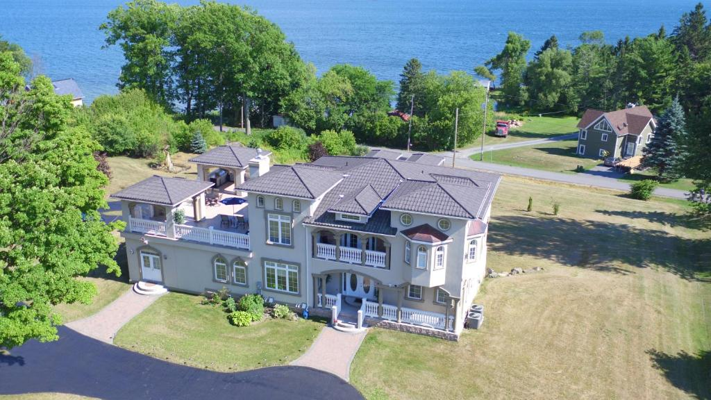 A bird's-eye view of Riverview B&B