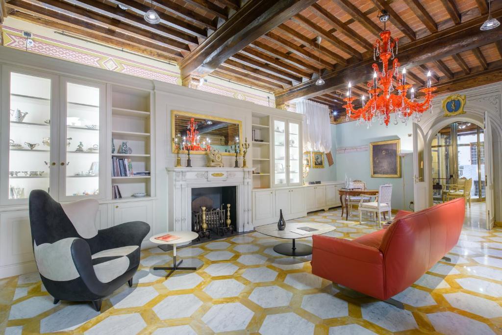 N.15 Santori Luxury Home Lucca, Italy