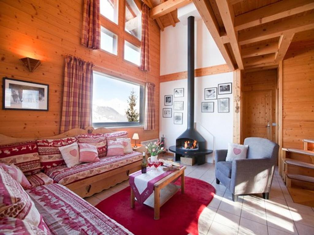 A seating area at Chalet Juliet
