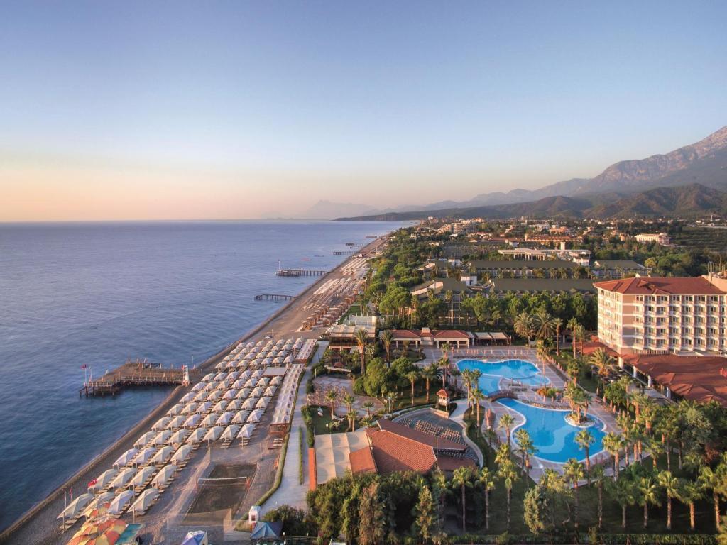 Een luchtfoto van Akka Alinda Hotel