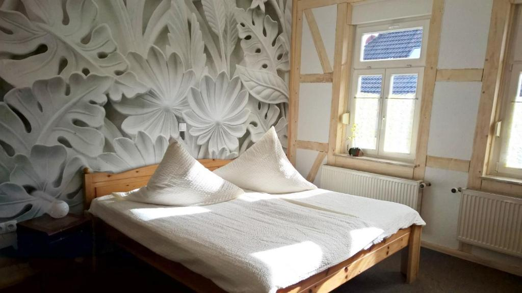 A bed or beds in a room at Altstadt Pension Orchidee
