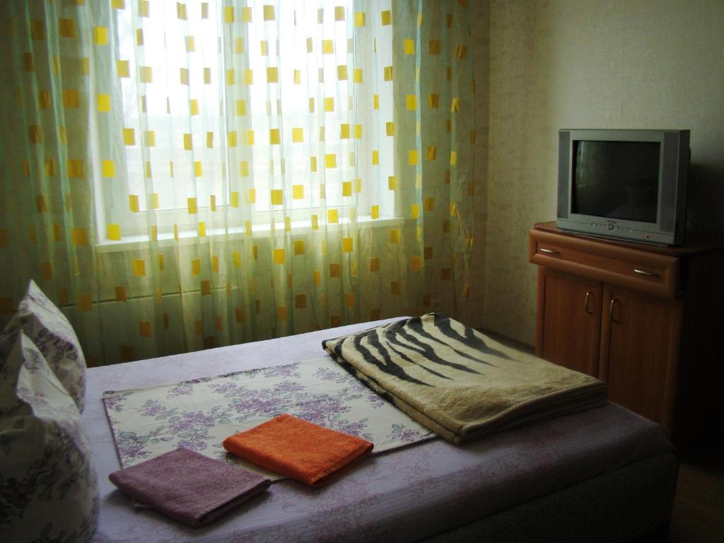 """A bed or beds in a room at Home Hotel """"Yugozapadnaya"""""""