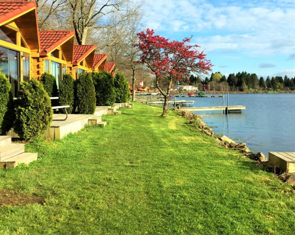 A garden outside Edinboro Lake Resort Cabins