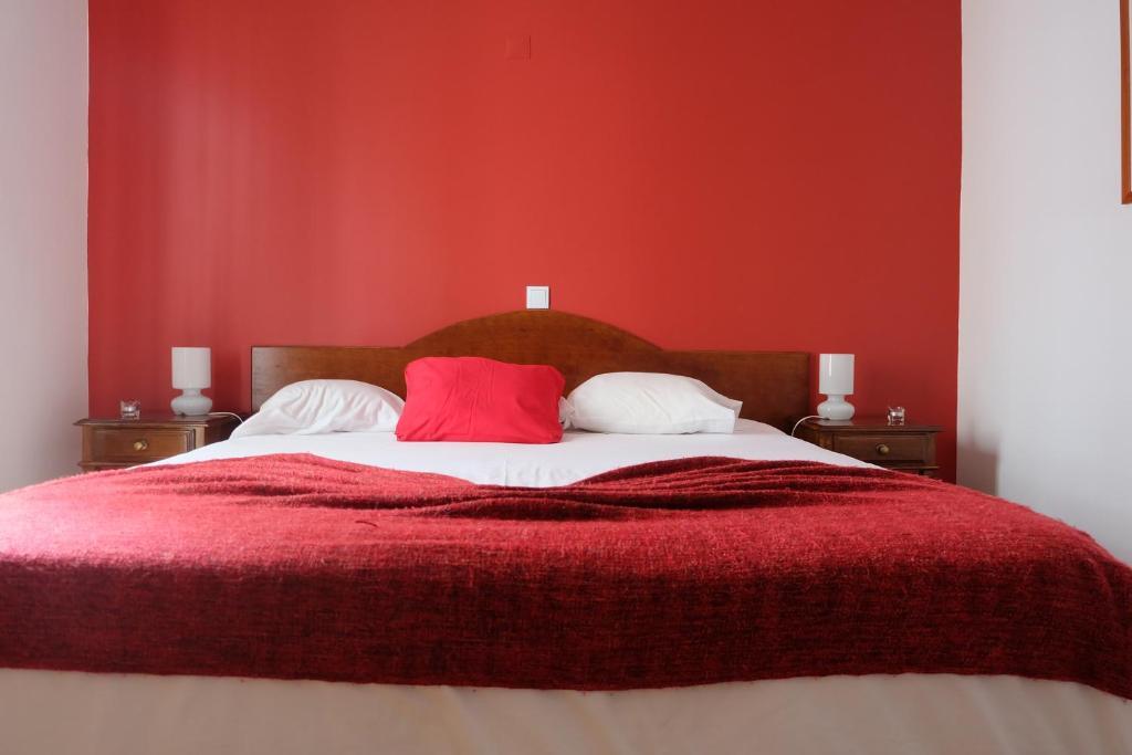 Uma cama ou camas num quarto em Hotel Alcides