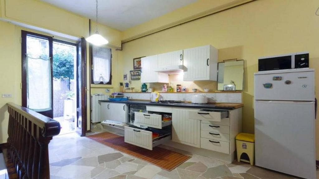 A kitchen or kitchenette at Apartment Pink21