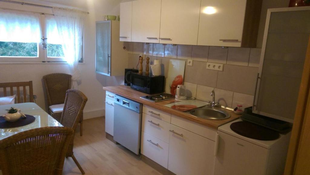 Küche/Küchenzeile in der Unterkunft Messe und Ferienwohnung