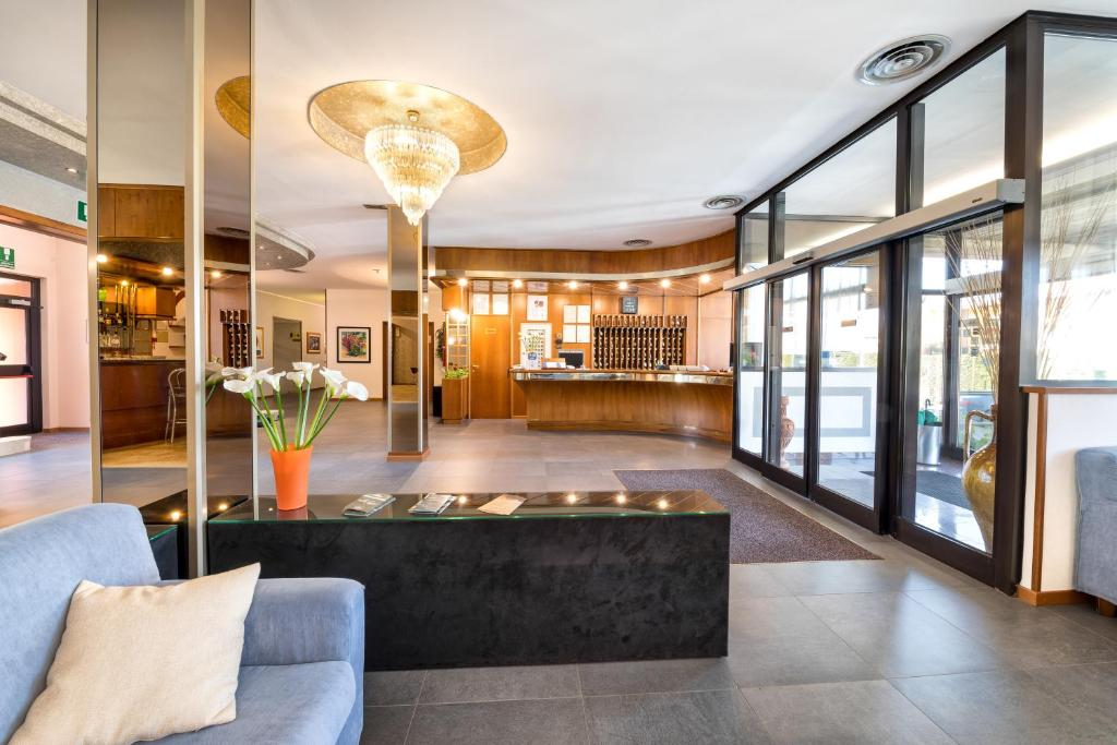 The lobby or reception area at Hotel Cristallo