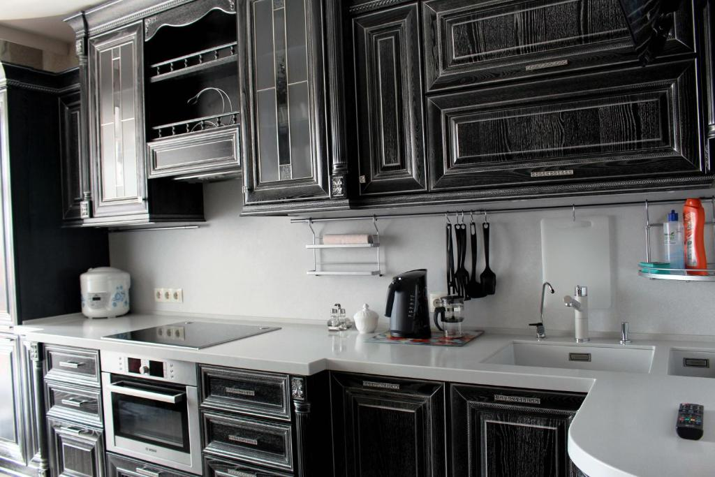A kitchen or kitchenette at Apartment on Koshurnikova 22