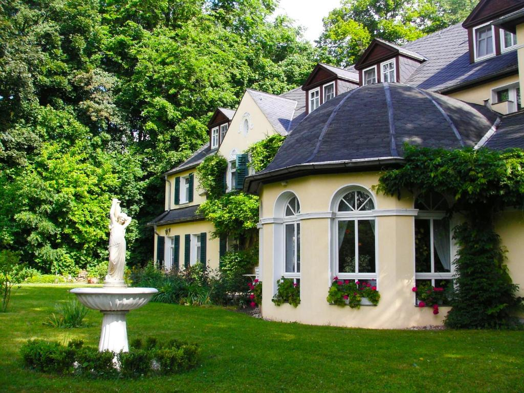 Hotel & Restaurant Bellevue Schmolln Schmolln, Germany