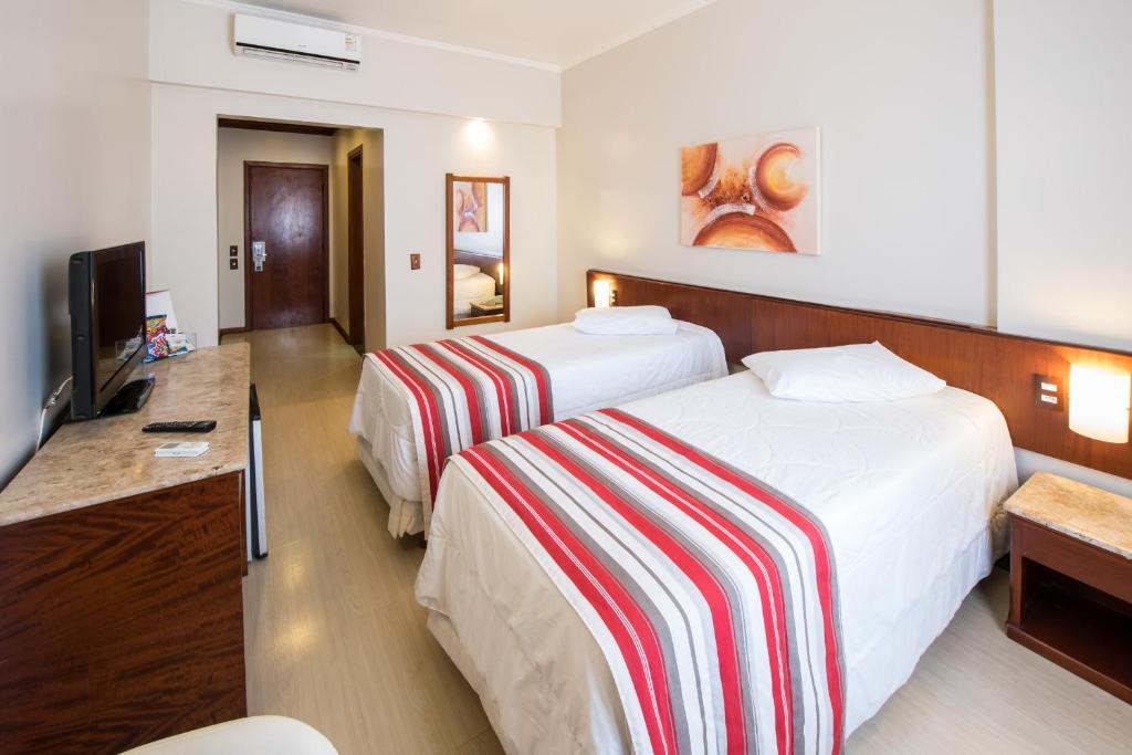 Cama ou camas em um quarto em Hotel Carlton Plaza