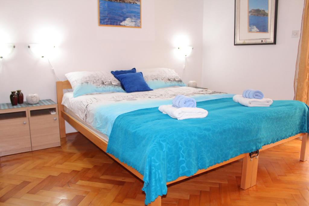 A bed or beds in a room at Apartment Tomanovic