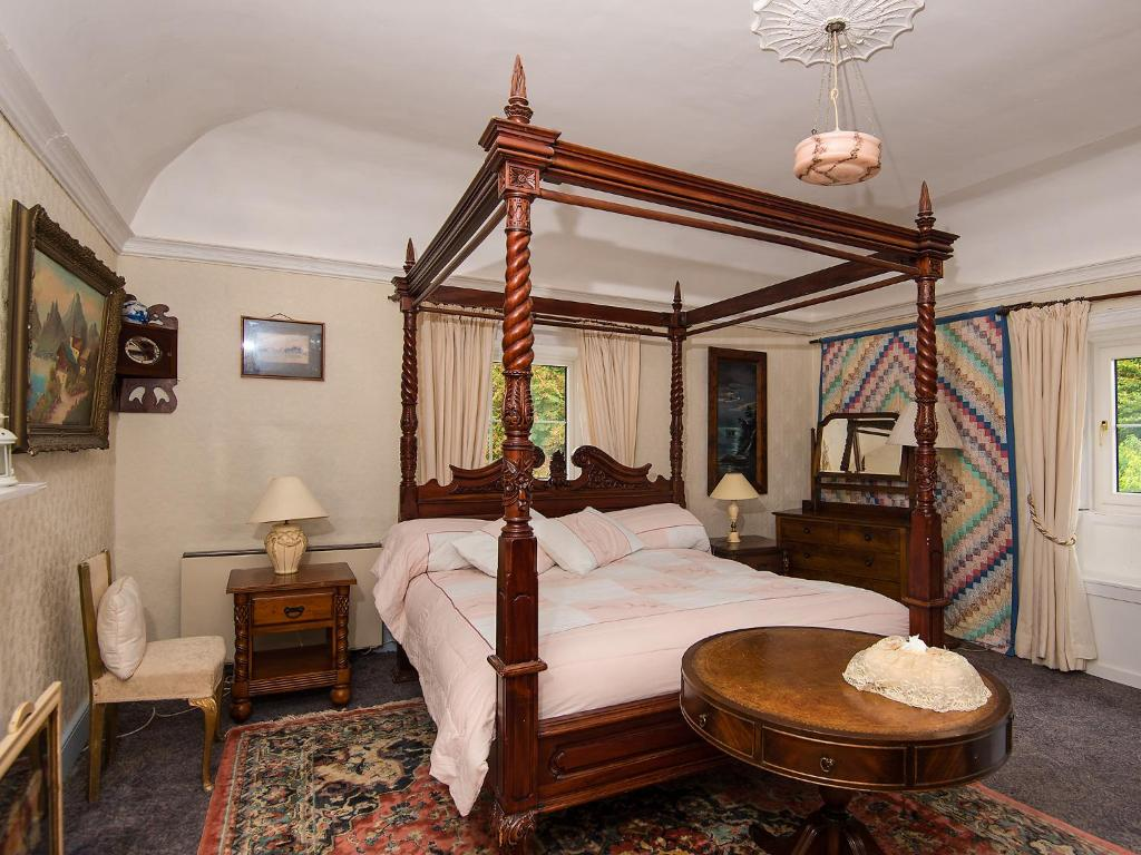 A bed or beds in a room at Ballyboy House