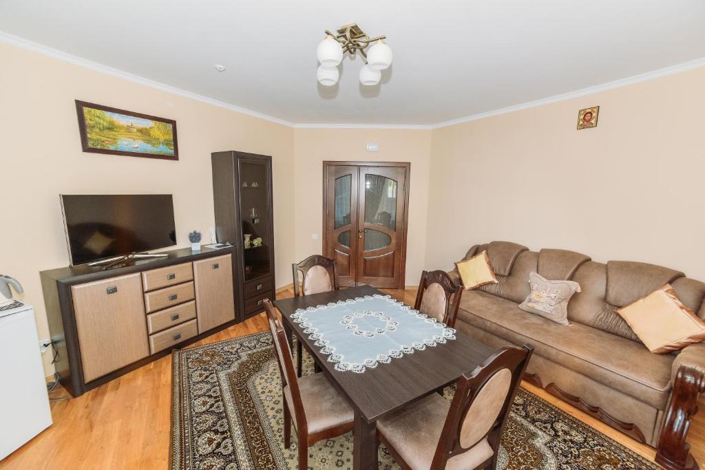 Зона вітальні в Apartments Sonce