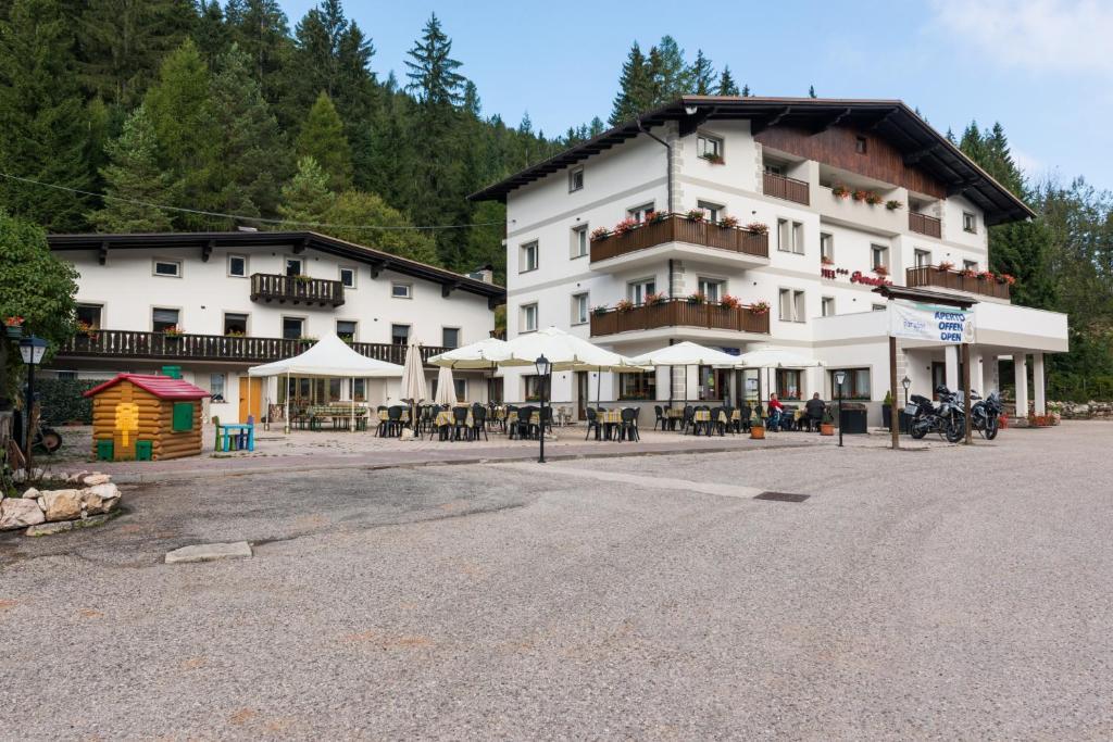 Hotel Paradiso Sarnonico, Italy